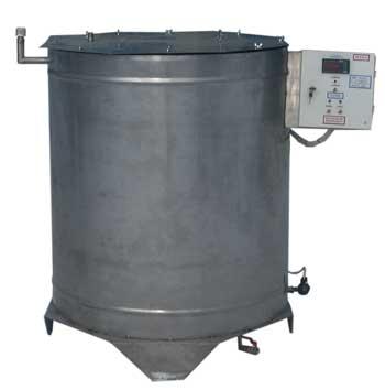Подобный варочный котел имеет гомогенизатор, пищевой насос, жиротопку и другое оборудование.